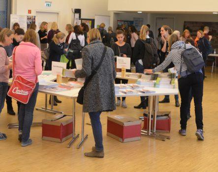 """7. Markt der Möglichkeiten von und für Hamburger """"Sprach-Kitas"""" am 7.11.2019"""